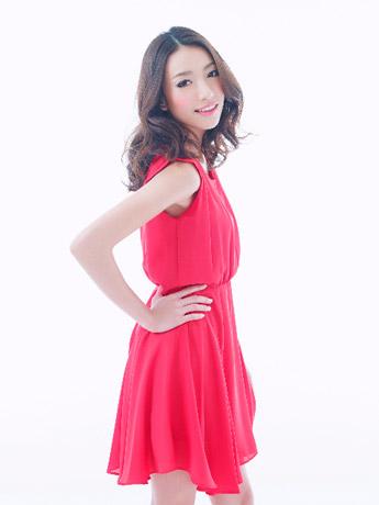 モデルとして出演予定のタイの歌手ニウィさん