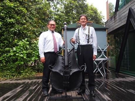 企画制作の前田竜輝さん(左)と支配人の鬼頭広樹さん(右)