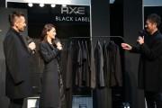 六本木で中田英寿さん初プロデュースのシャツお披露目 ダレノガレ明美さんにギフトも