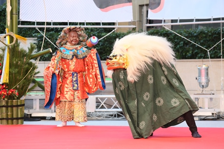 六本木ヒルズで恒例正月イベント 獅子舞ステージや258万円超の福袋も