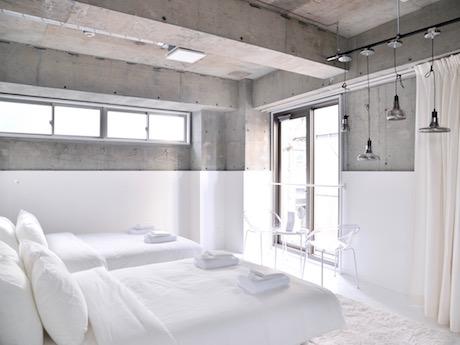 客室は、部屋を上下に分けるように表現されている