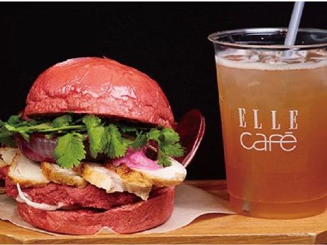 「エルカフェ」が提供する「チキンブレストとピンクフムスのピンクバーガー」(1,728円)