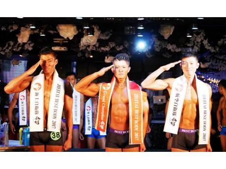 各部門で優勝した椎名迅さん、森光慶さん、村上祐樹さん(左から)