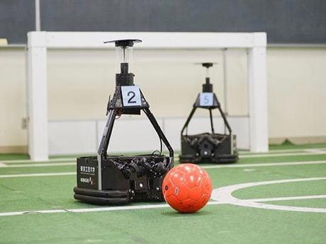 開催予定のロボットを使ったサッカー競技会「ロボカップサッカー」