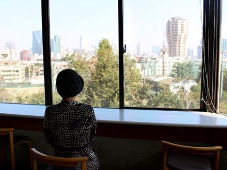 窓際のカウンター席から東京タワーが望める同店
