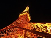東京タワーが限定ハロウィーンライトアップ 青・ピンク・赤の光で表現