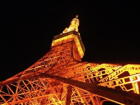 東京タワー定番のライトアップ「ランドマークライト」