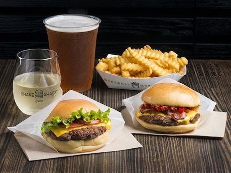 ニューヨーク発のハンバーガーやホットドッグを提供する「シェイクシャック 六本木店」