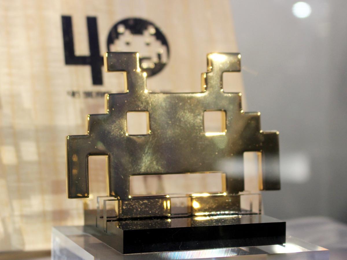 ゲーム誕生40周年を記念して作った純金製(K24)の「黄金のインベーダー」