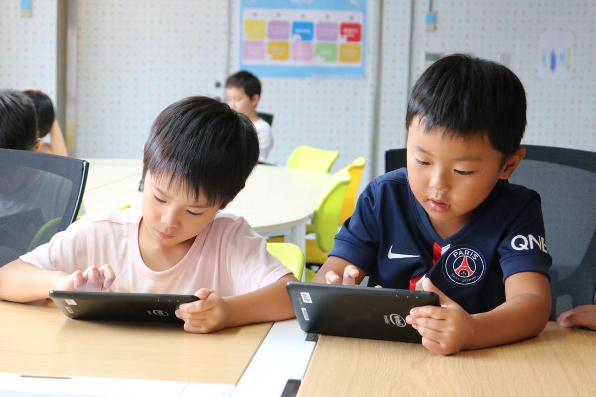 「プログラミング」を受ける子どもたち
