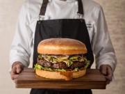 グランドハイアット東京で4キロの巨大バーガー 15周年にちなんで提供