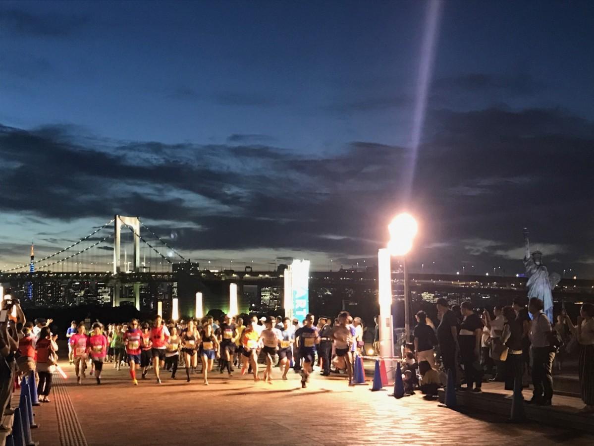 今年6月に開催された「お台場ナイトマラソン」の様子(「公益財団法人港区スポーツふれあい文化健康財団」および「東京臨海副都心グループ」共催)