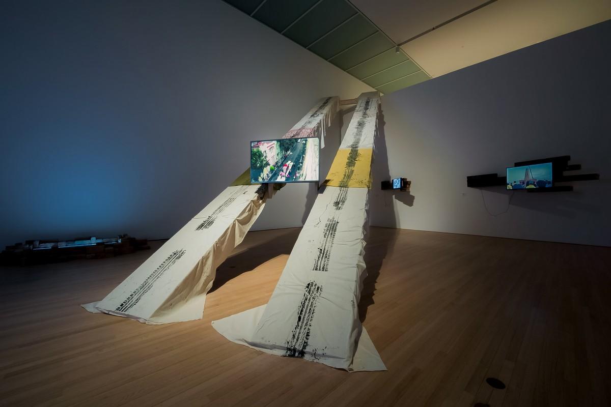 加藤 翼《Pass Between Magnetic Tea Party》2015 Courtesy of Toyota Municipal Museum of Art and MUJIN-TO Production