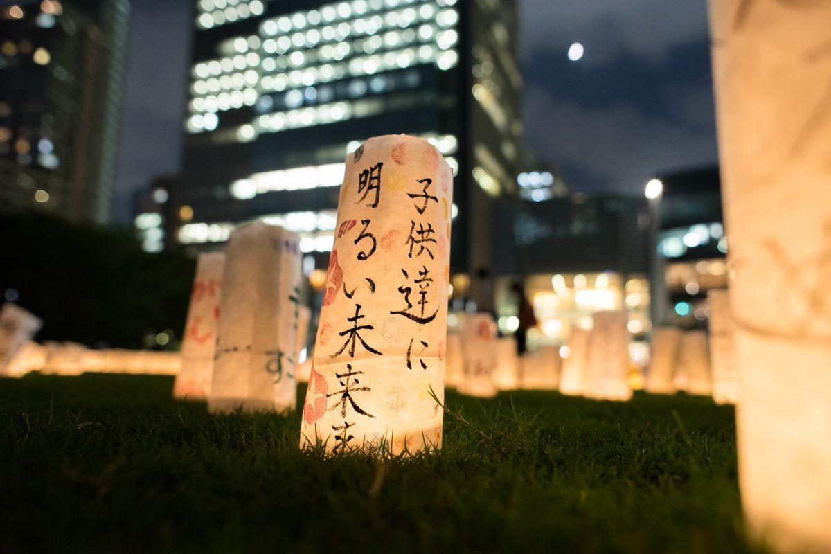 東日本大震災の被災地からのメッセージを記したキャンドル