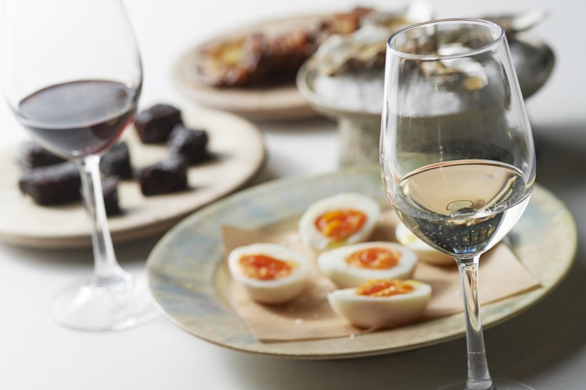 シェアスタイルの食事でナパヴァレーワインを楽しめる企画「ワインバイツ」