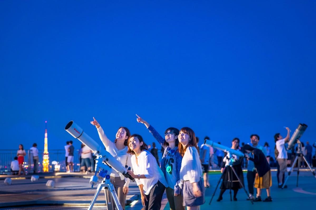 六本木展望台で定期的に行われている星空観望会の様子