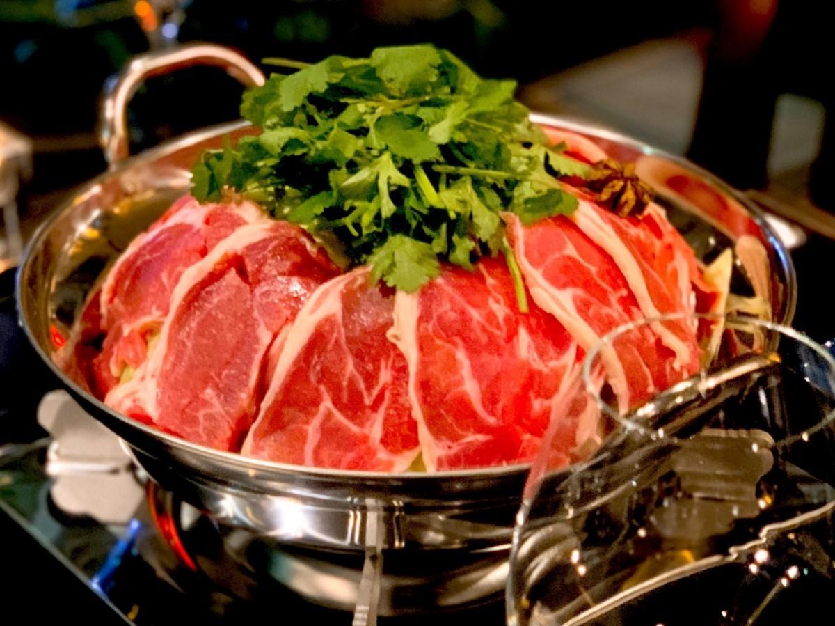 冬季限定メニューの「羊鍋~ラムとマトンのスパイシー鍋~」