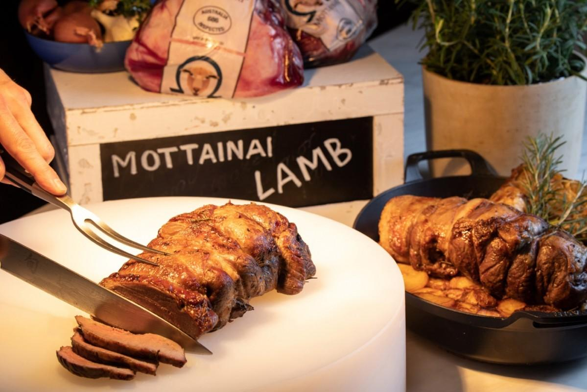ニンジンやオリーブオイル、オリーブの搾りかすなどが飼料の約80%を占める「モッタイナイラム」(イメージ)