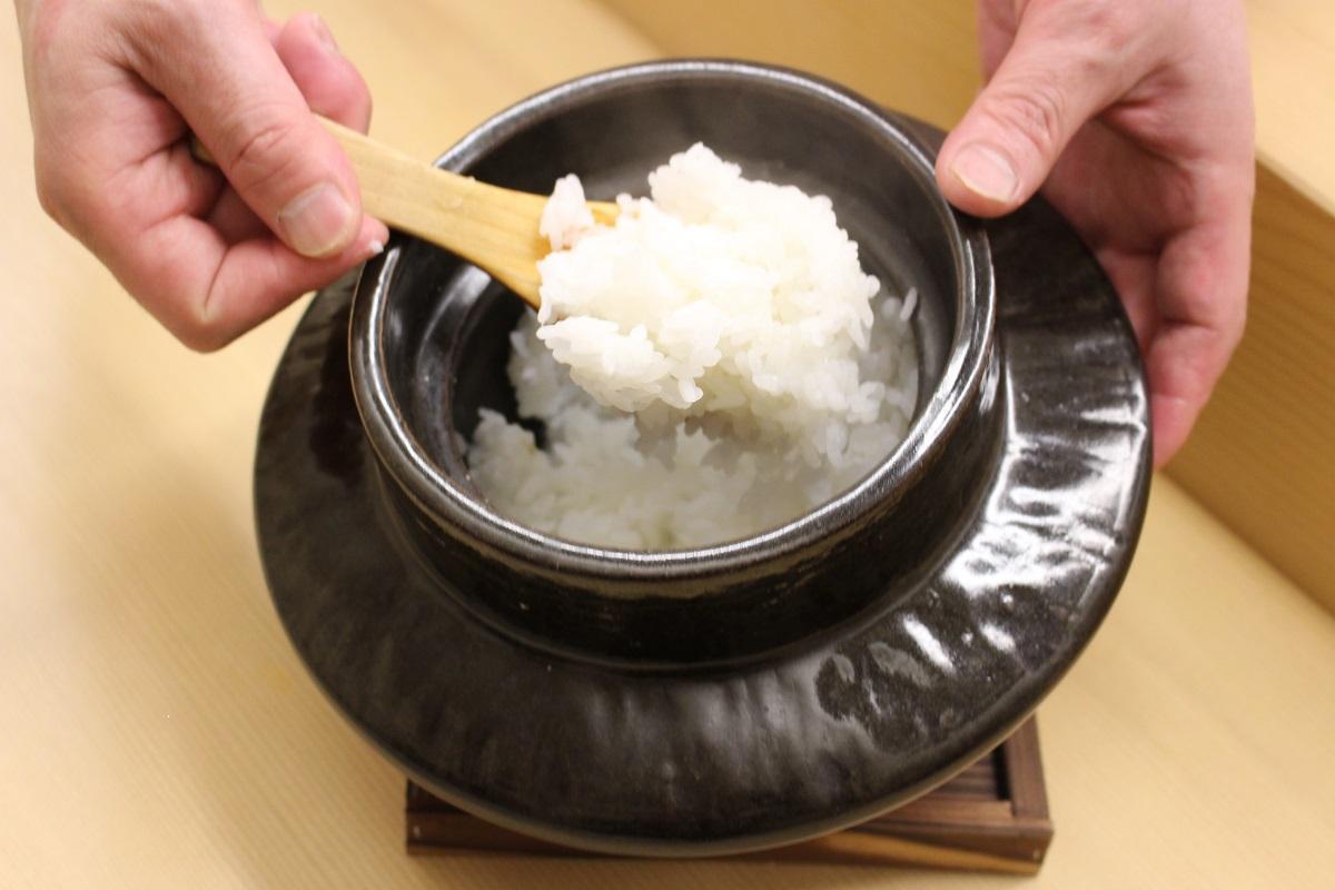土鍋で炊き上げたご飯を提供する同店