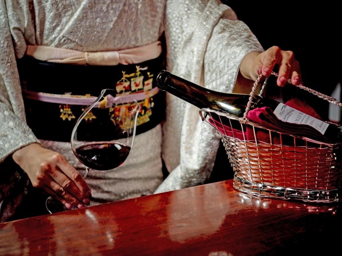 常駐するソムリエが厳選したワインを提供する同店
