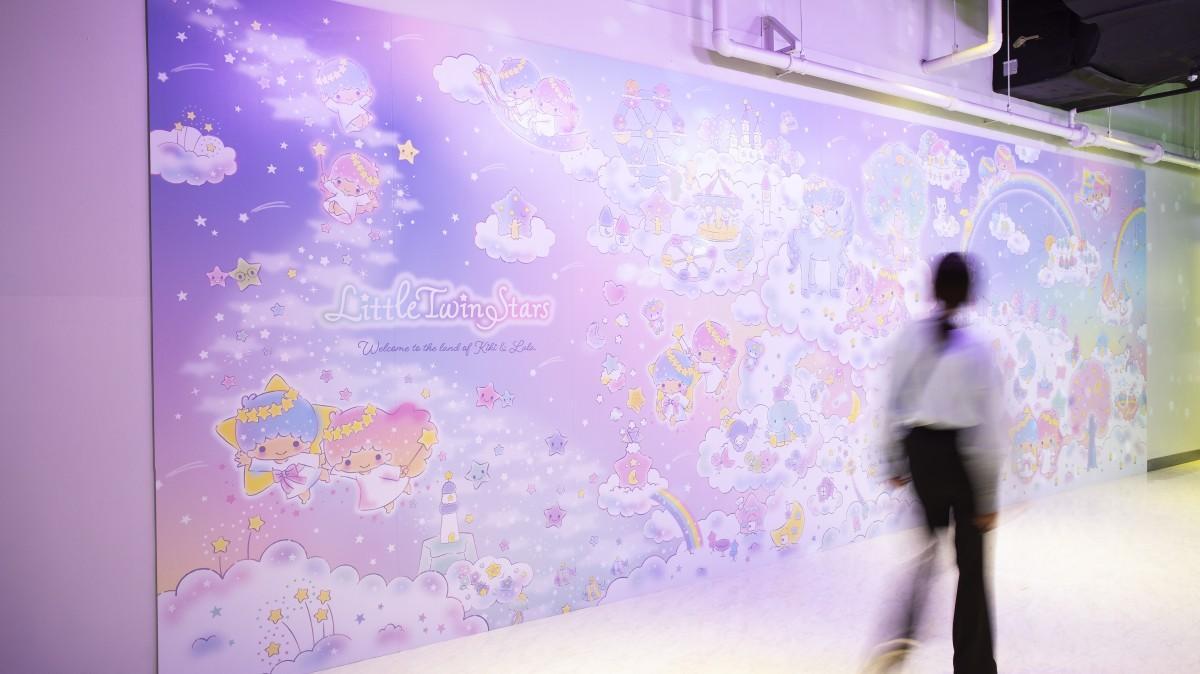 サンリオのキャラクター「リトルツインスターズ(キキ&ララ)」のアート展 ©'21 SANRIO 著作(株)サンリオ