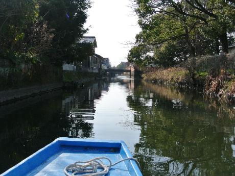 街なかの人工水路を和船で流す「十間堀川下り」