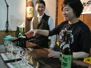佐賀・天山酒造で「春の蔵開き」 春の日差しの下で新酒楽しむ