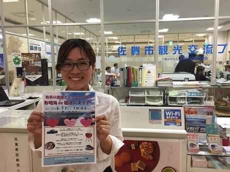 ツアー参加を呼び掛ける佐賀市観光協会の大串早希さん