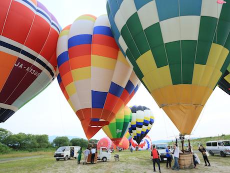 昨年の同大会の熱気球競技フライトの様子