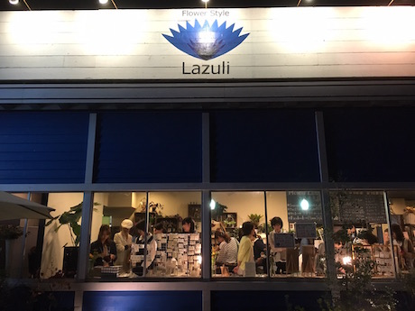夜の開催が特徴的な「ラズリナイトマルシェ」