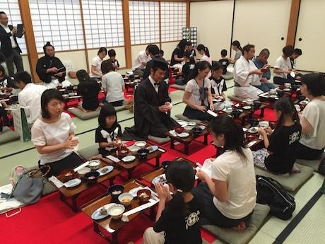 佐賀城本丸歴史館「外御所院」で親子連れが「あさご藩」の「最高の朝ごはん」を実食した