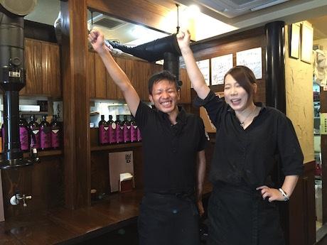 「たづな食堂」店主の石田香織さん(右)とスタッフ(左)