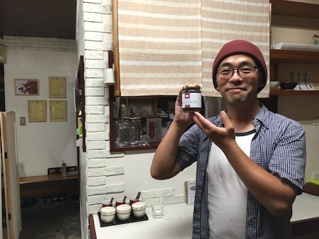 「よなよな」店主の岡垣貴憲さん
