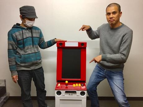 (右から)山田店長とバン君