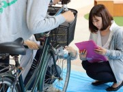 佐賀大学学生が中心街で自転車点検 市民に日頃の手入れ呼び掛ける