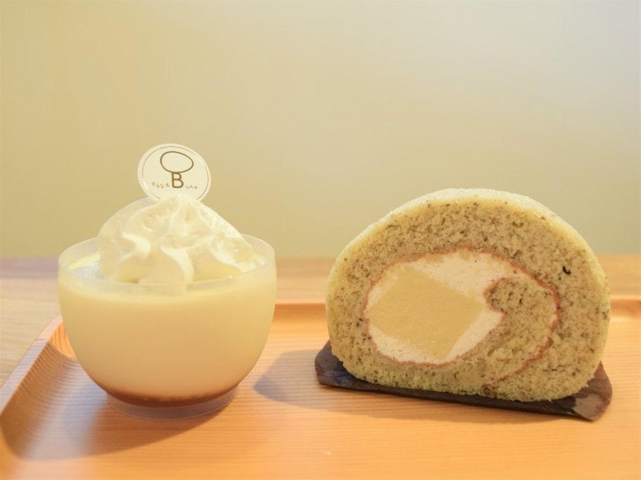 「えごまたまごプリン」(左)、「ロールケーキプレミアム」(右)