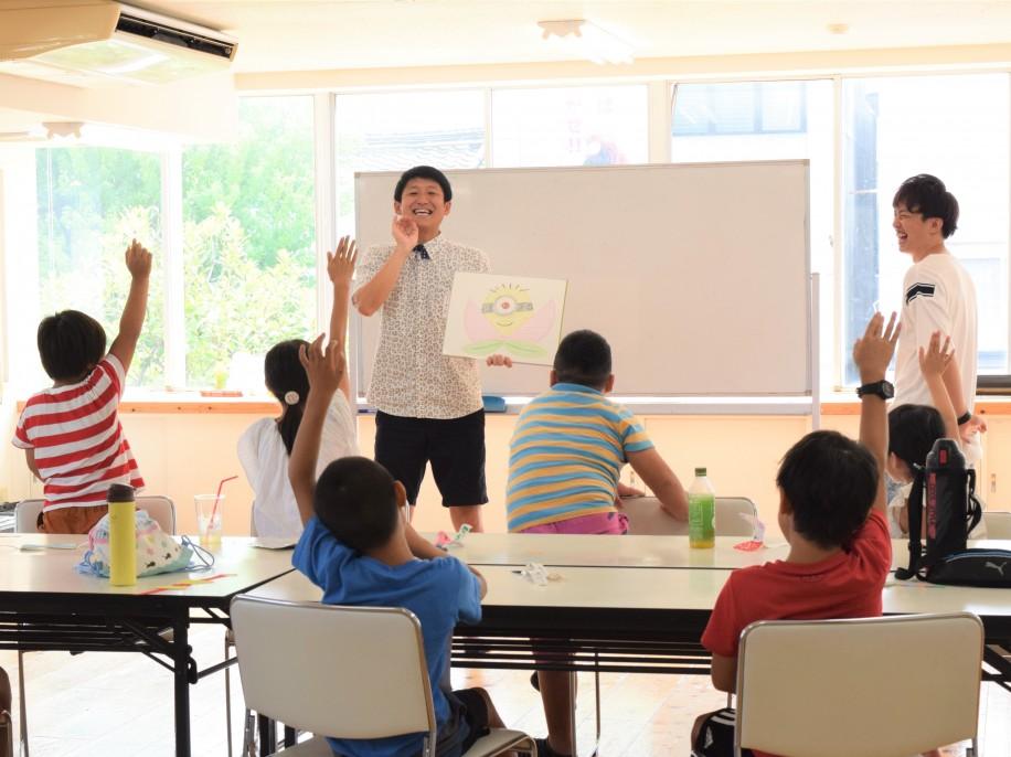 「子ども漫才教室」の様子
