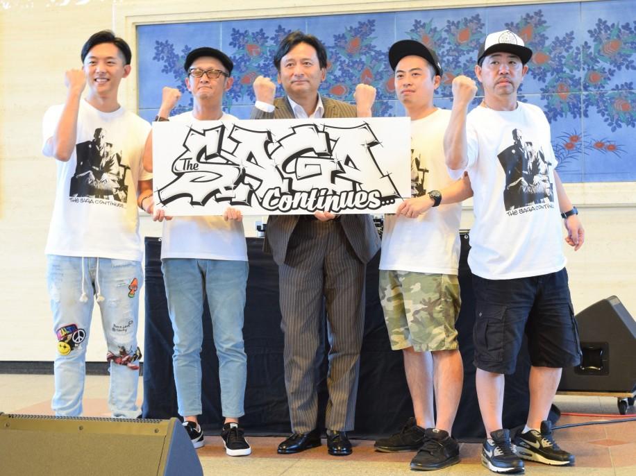 (左から)KEN THE 390さん、KOHEI JAPANさん、山口祥義知事、DEJIさん、K DUB SHINEさん
