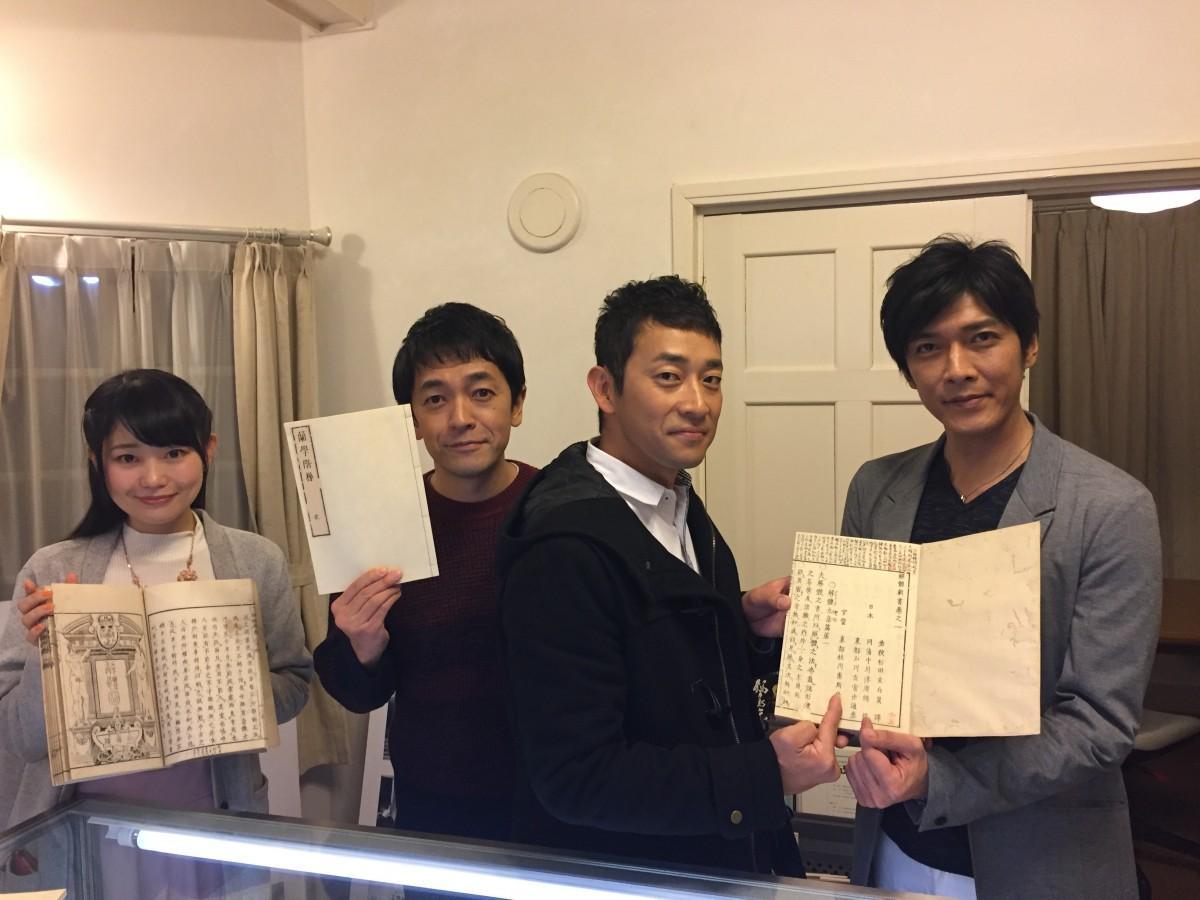 (右から)「風雲児たち」に出演する村上新悟さん、迫田孝也さん、大野泰広さんと歴史タレントの小栗さくらさん