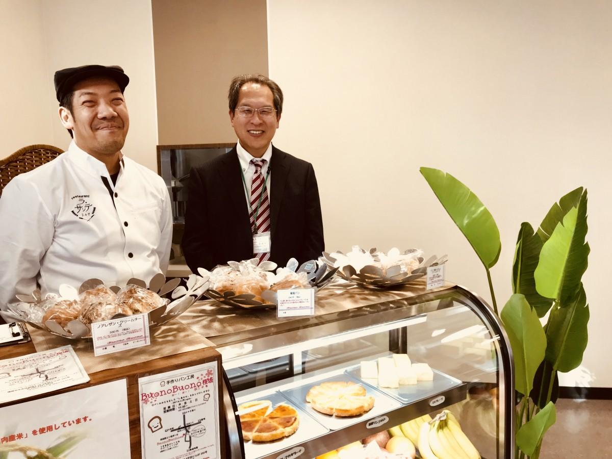 (左から)「ラ・サンテ249」店長の立石篤史さん、永原学園法人本部の奥慎一郎さん
