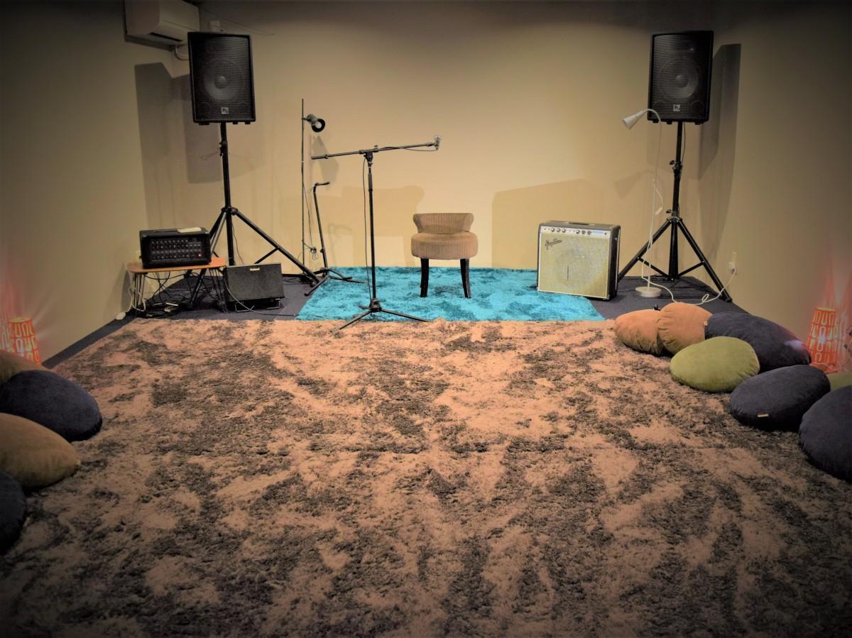 じゅうたん敷きの2Fライブスペース