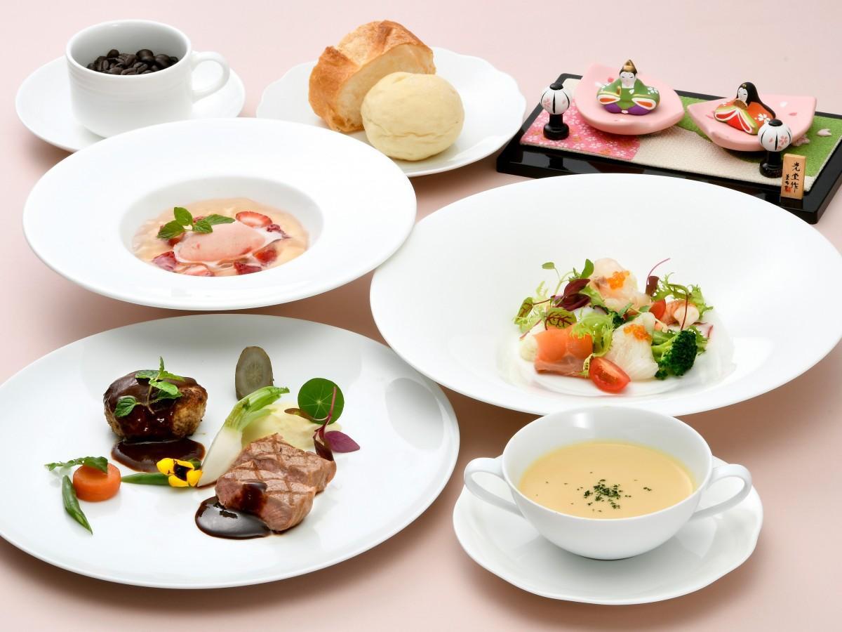 「レストラン ロータス」で提供する、春野菜やイチゴの彩りが特徴の「ひなまつりランチ」