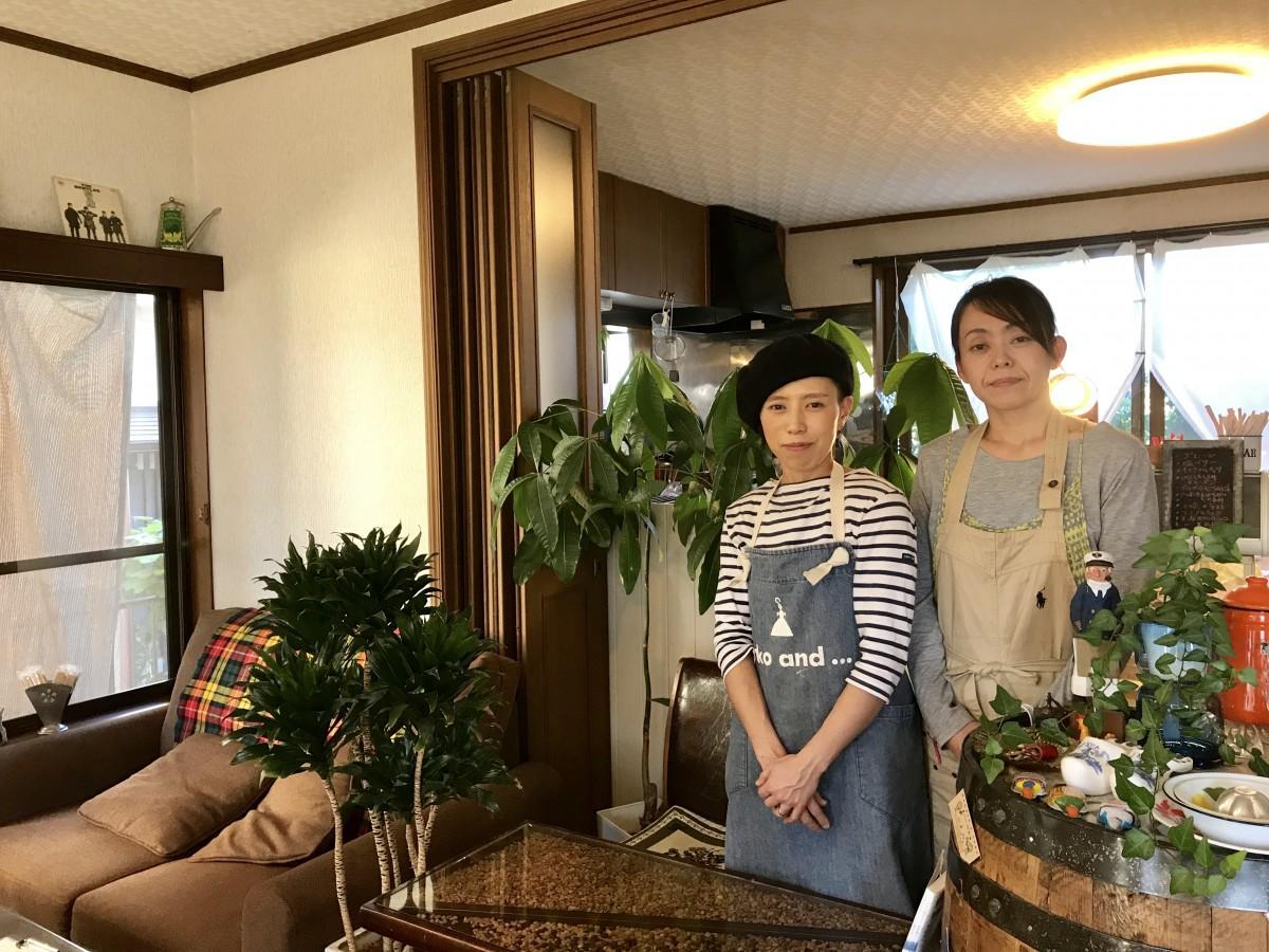 店主の北島静さん(右)とカフェシェフの森永真理さん(左)