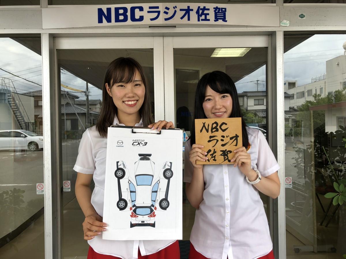 新ラジオカーデザイン応募を呼び掛けるNBCラジオ佐賀「スキッピー」の諸隈櫻さん(左)と山田奈穂さん(右)
