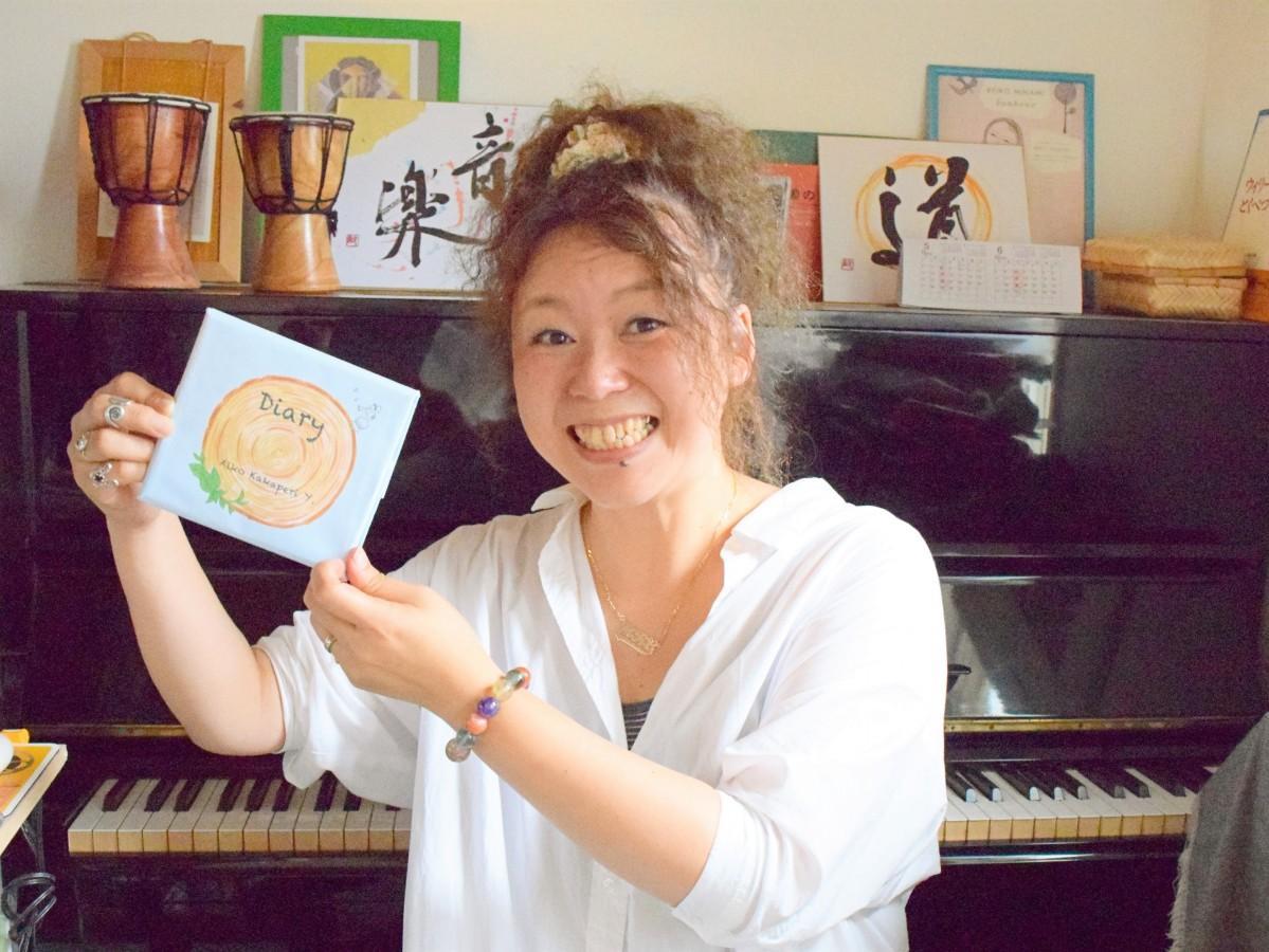 セカンドミニアルバム「Diary」をPRする吉武愛子さん