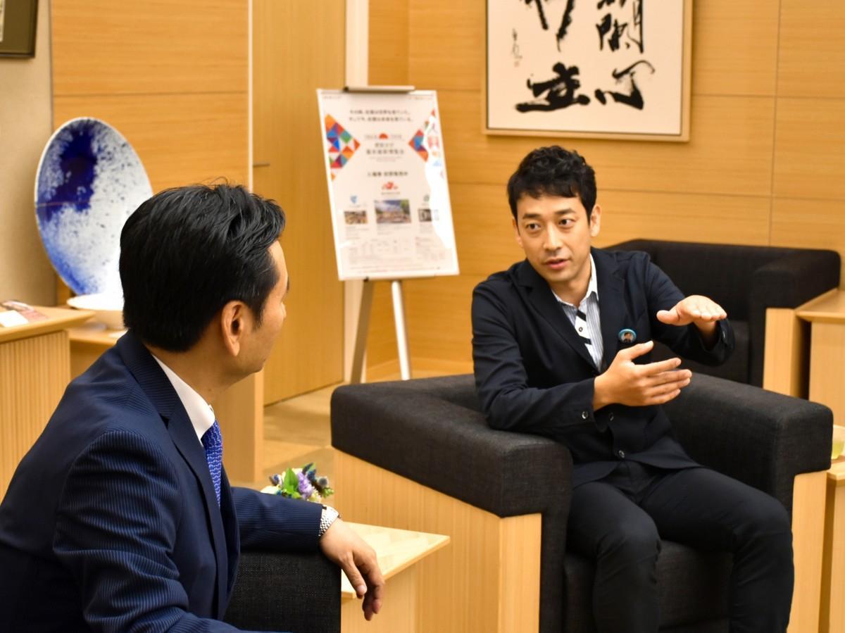 表敬訪問で熱く語り合う山口祥義佐賀県知事と迫田孝也さん