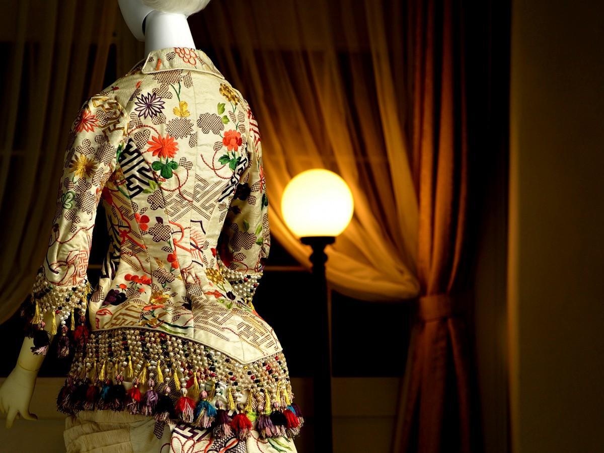 江戸時代末期の小袖をもとに作られたバッスル・ドレスの一部