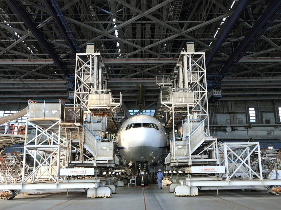 羽田空港内のANA機体工場