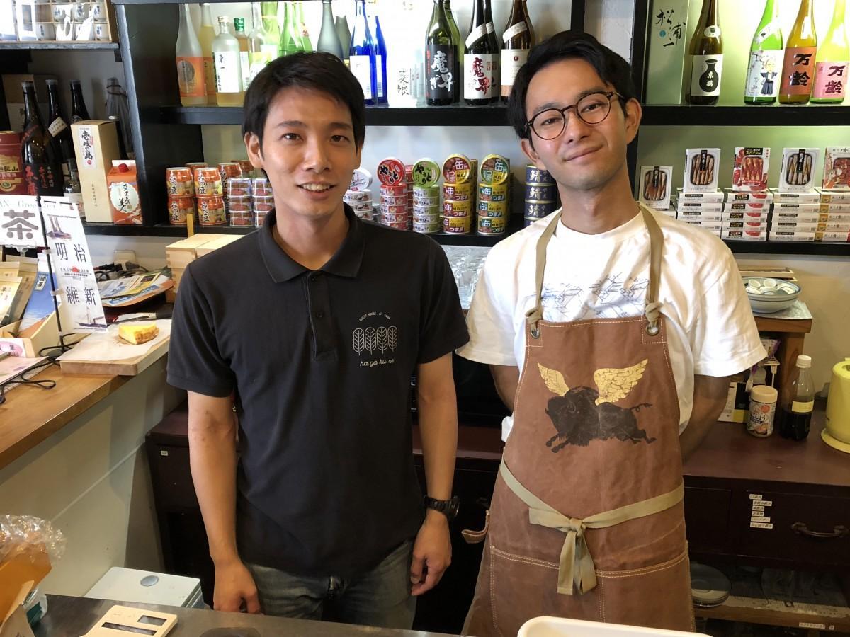 ゲストハウス店長の高瀬伶さん(左)とバリスタのTonyこと木下邦俊さん(右)