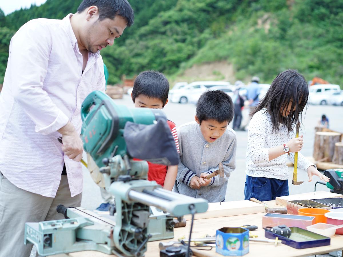 今春開催した木工イベントの様子(写真提供=NPO森林をつくろう)